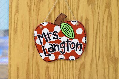 apple door hanger for classroom